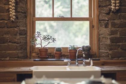 Niestandardowa kantówka okienna i drzwiowa
