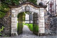 Wybieramy wytrzymałe bramy i ogrodzenia